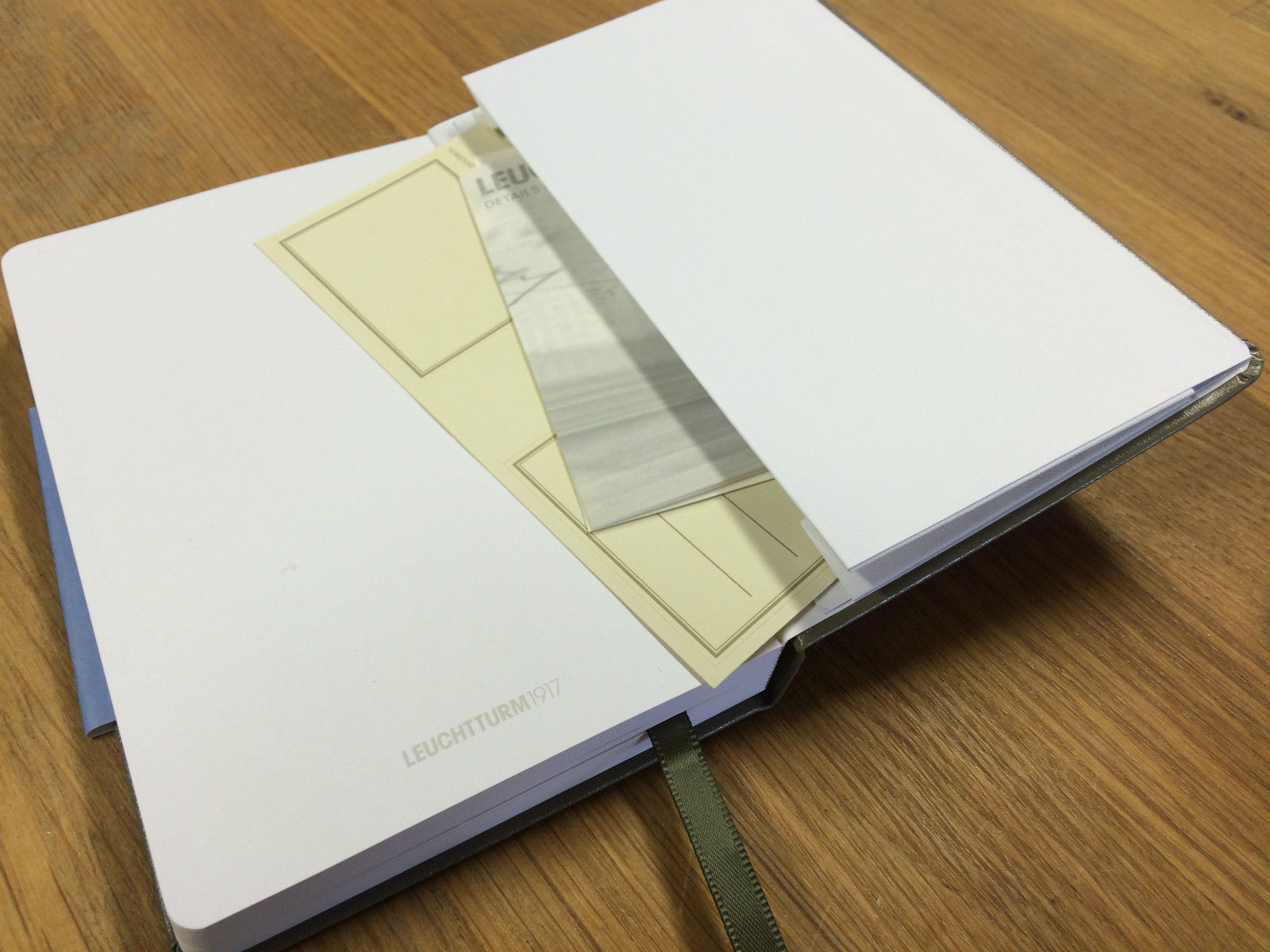 Leuchtturm-A4-Hardback-Artists-Drawing-Journal-SketchBook180gsm-Opens-Flat-152114622260-2